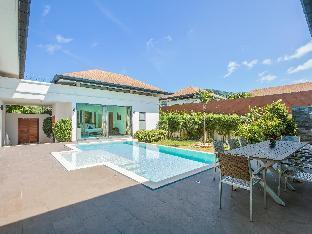 Single-level  villa with salt-water swimming pool Single-level  villa with salt-water swimming pool