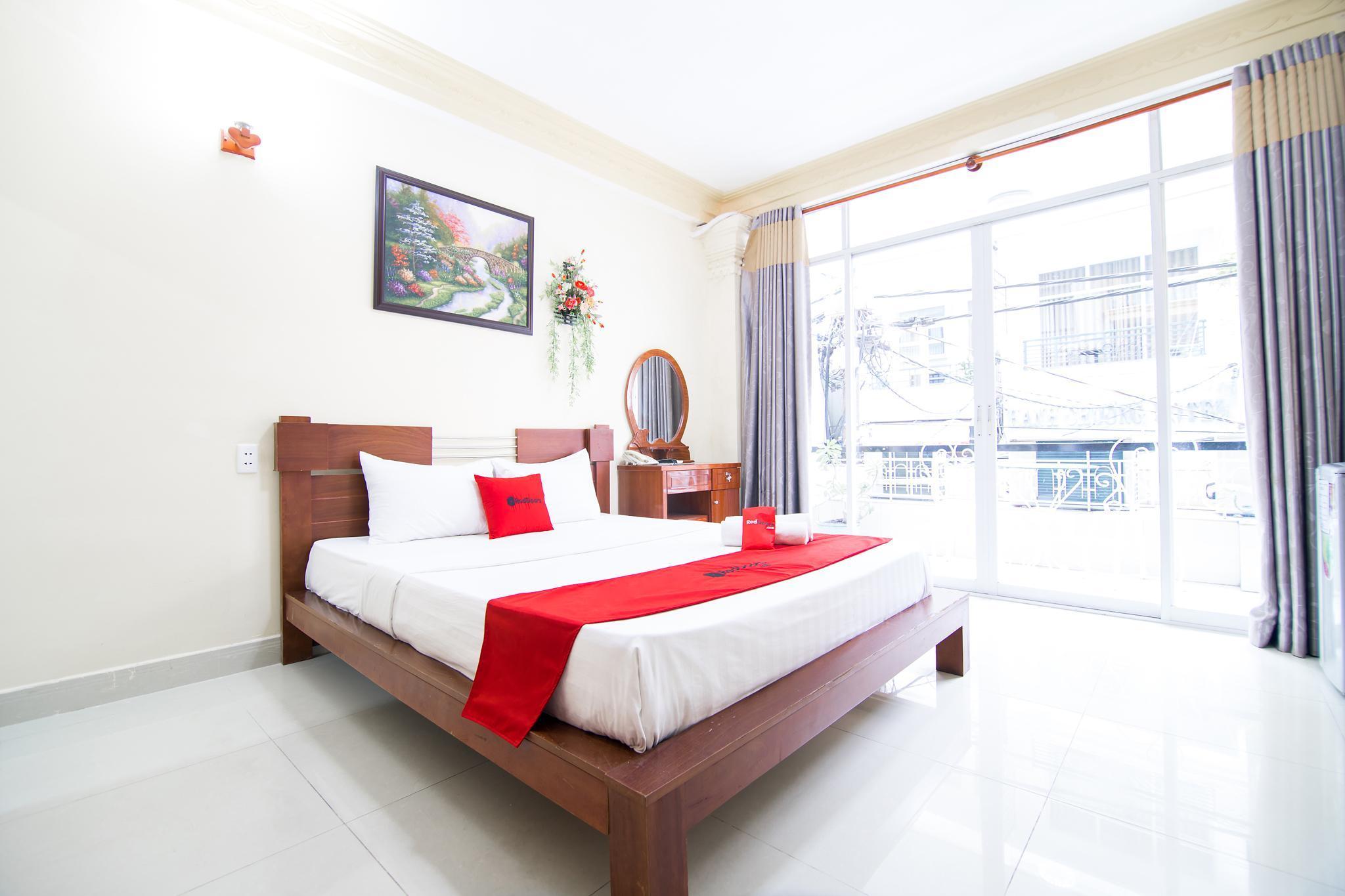 RedDoorz Plus @ Pham Ngu Lao 2