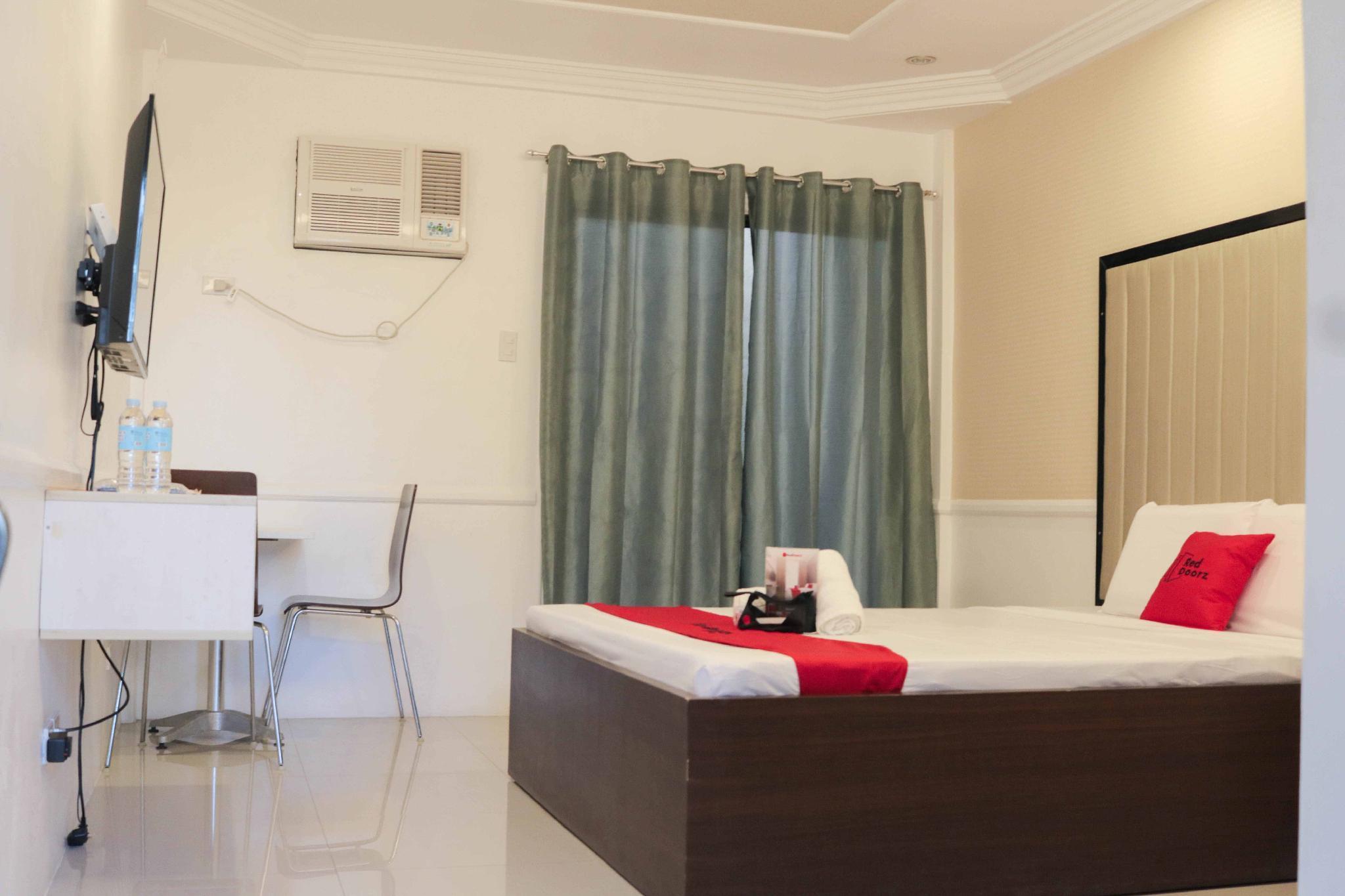 RedDoorz Premium @ Wireless Mandaue Cebu