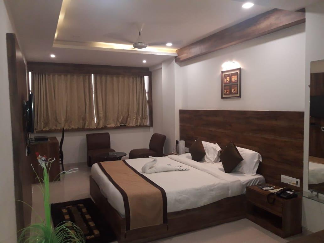 V By Vinnca Hotel Shiva   Mundra