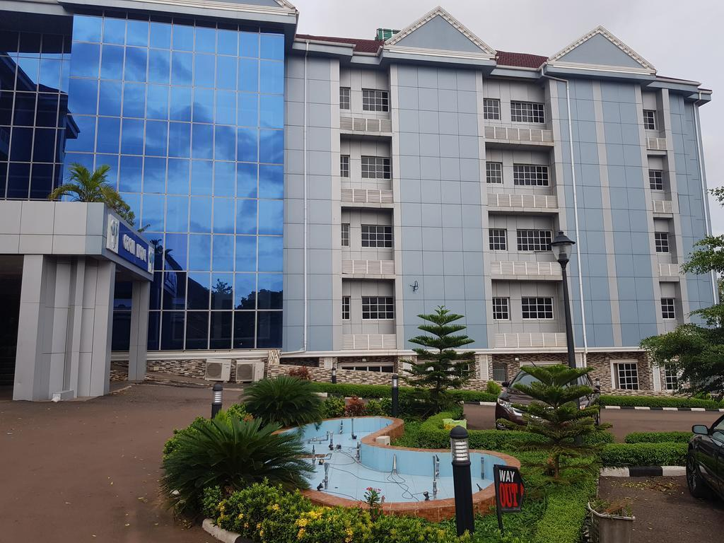 Ozom Hotel