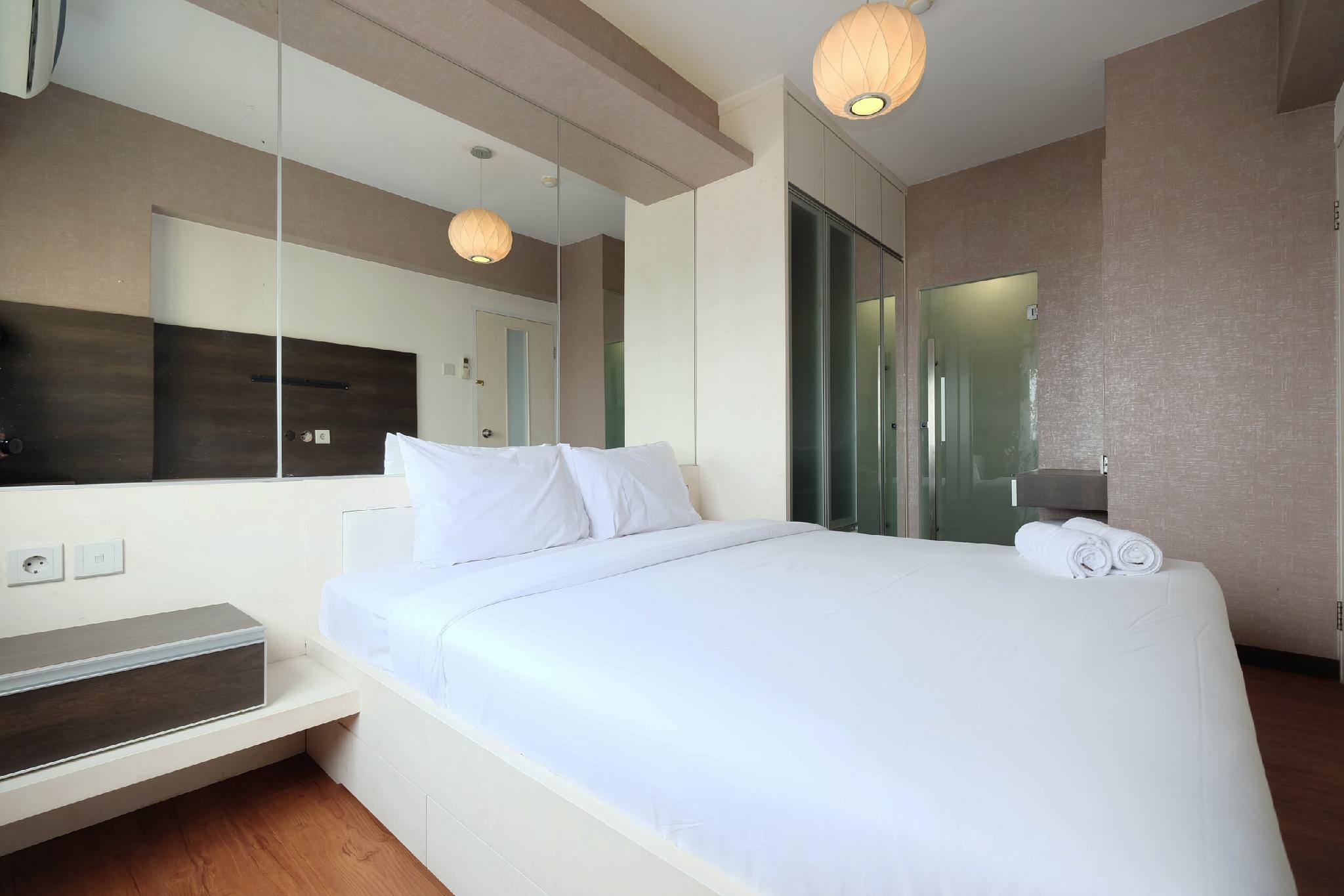 Modern 2BR Mutiara Bekasi Apartment By Travelio