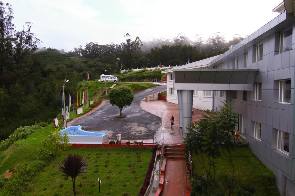 A Luxurious Hotel Overlooking The Beautiful Nilgiris Mountains