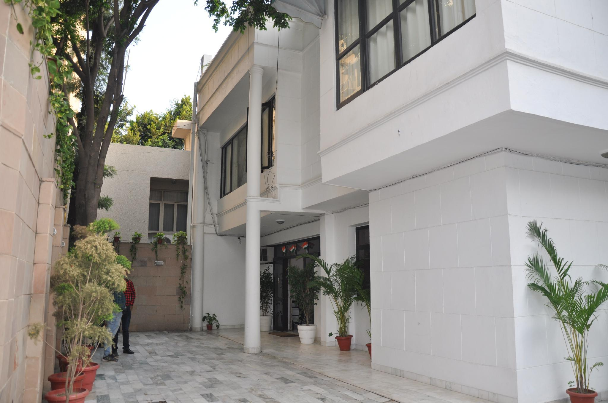Well Maintained Service Apartments