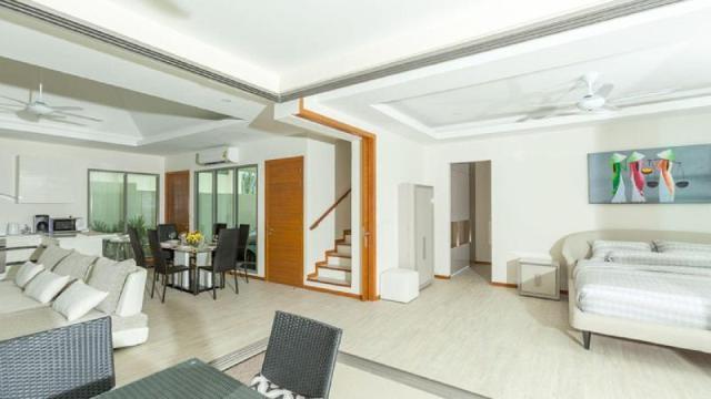 4 Bedrooms + 4 Bathrooms Villa in Rawai
