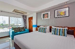 %name Kingly Palms 30BR Beach Resort w/ Rooftop Pool พัทยา