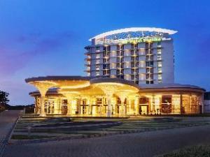 關於珊迪卡科塔精品度假村飯店 (Hotel Santika Premiere Kota Harapan Indah)