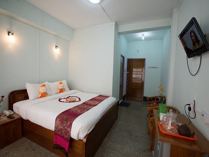 Kaung Wai Hotel