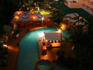 瑞吉贸易风酒店 (Rydges Tradewinds Hotel)