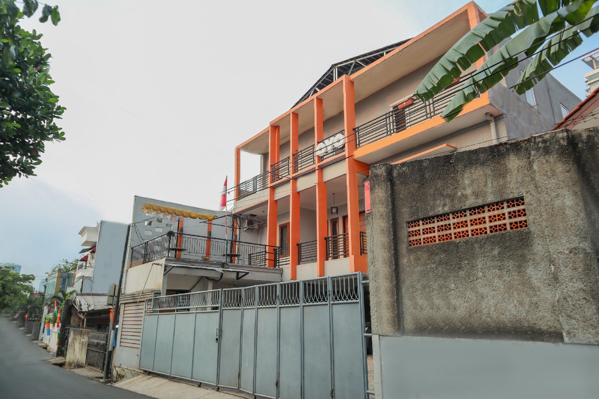 OYO 1317 Pinnus Residence Syariah
