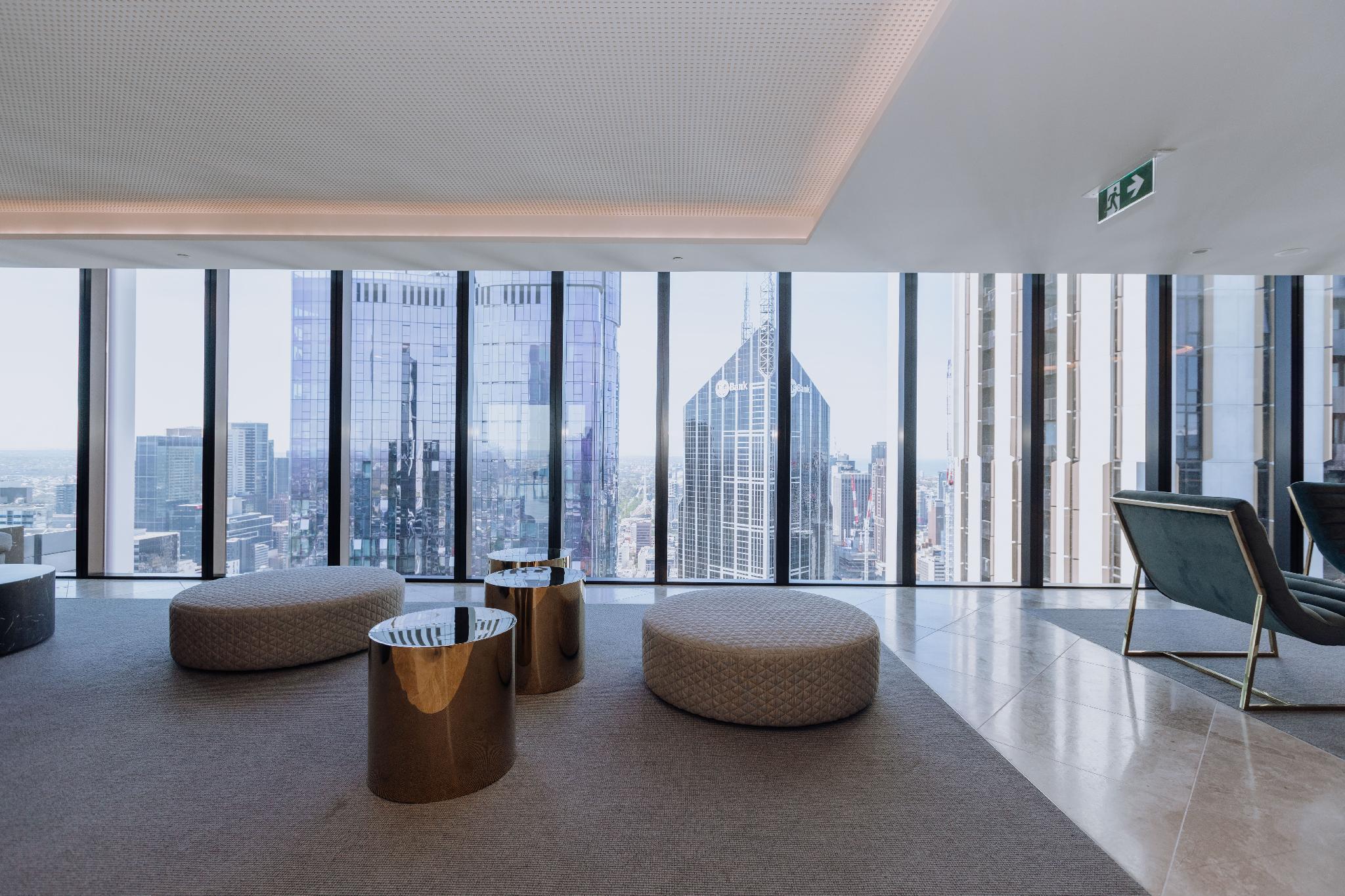 Luxurious APT With City Views