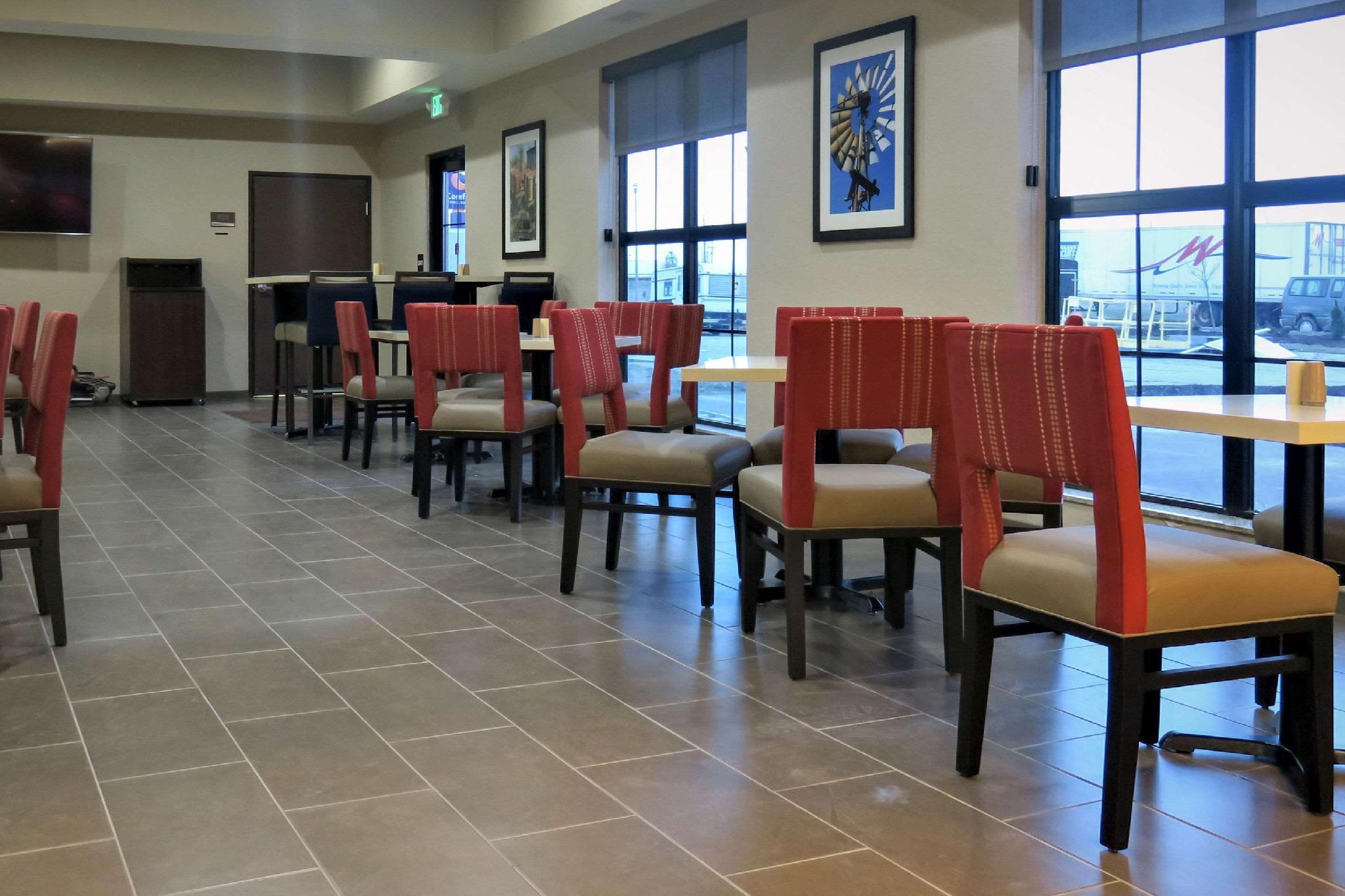 Comfort Inn & Suites Cedar Rapids CID Eastern Iowa Airport