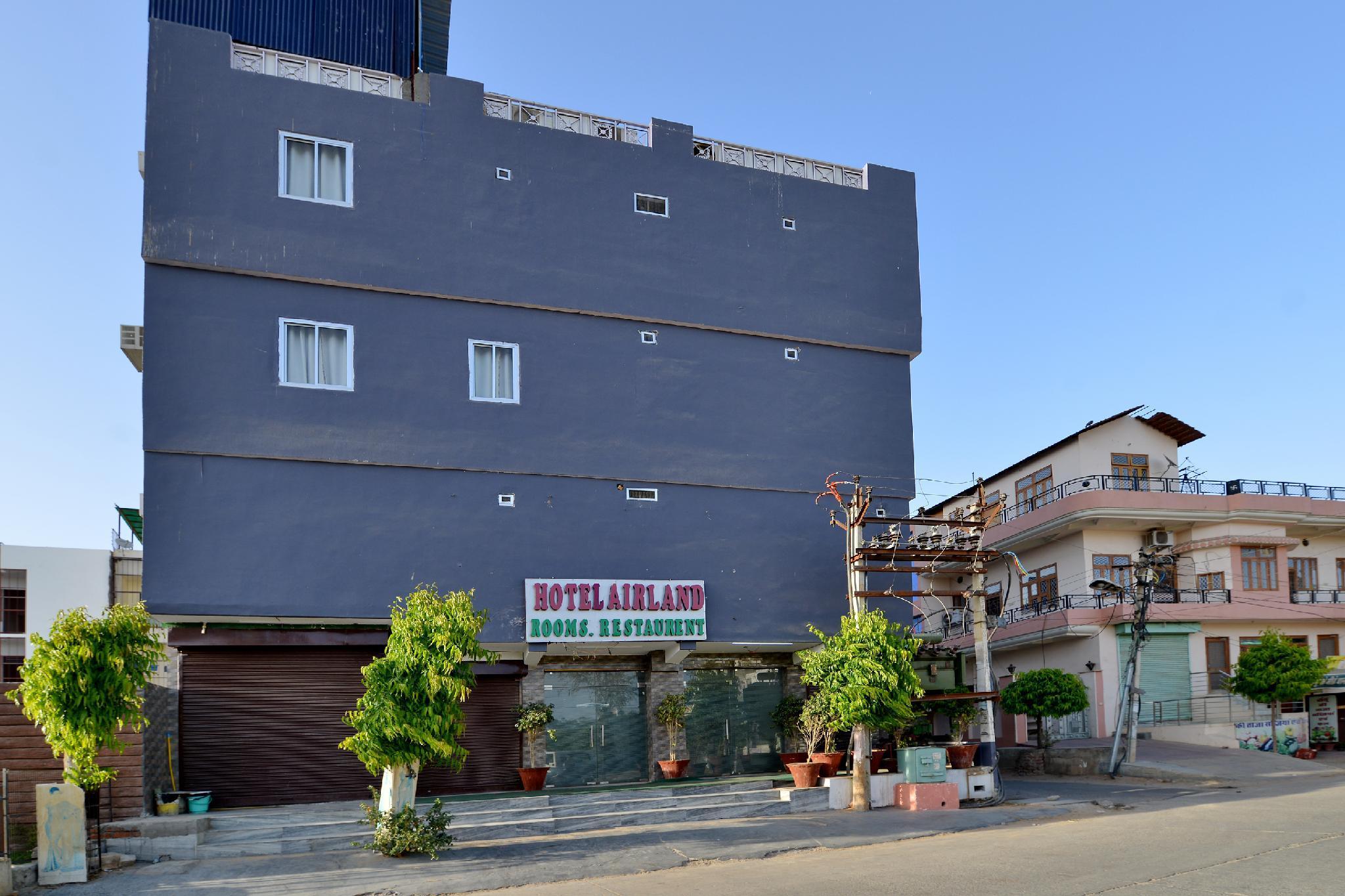 OYO 13903 Hotel Trivana