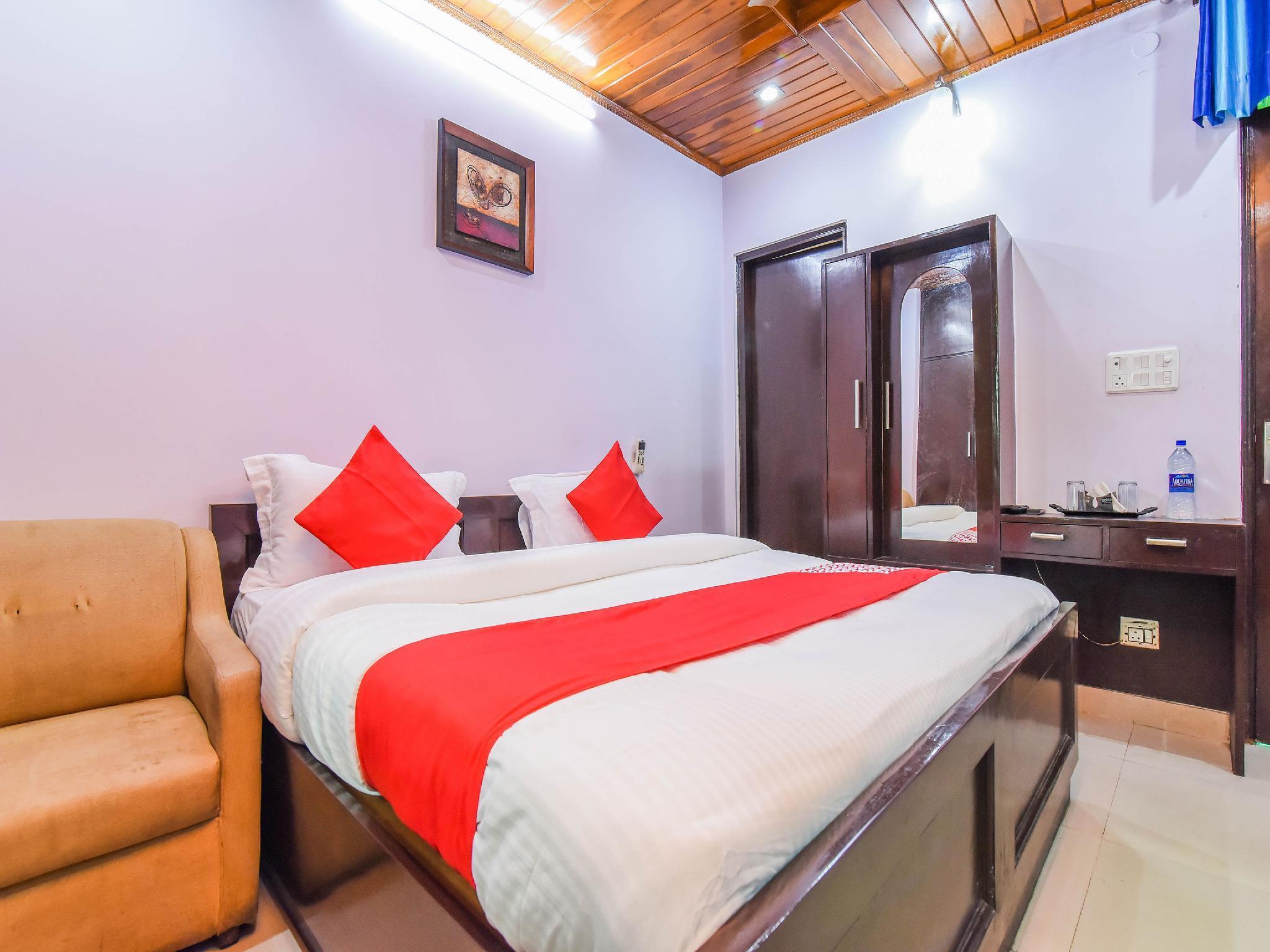 OYO 18598 Hotel Satya Palace