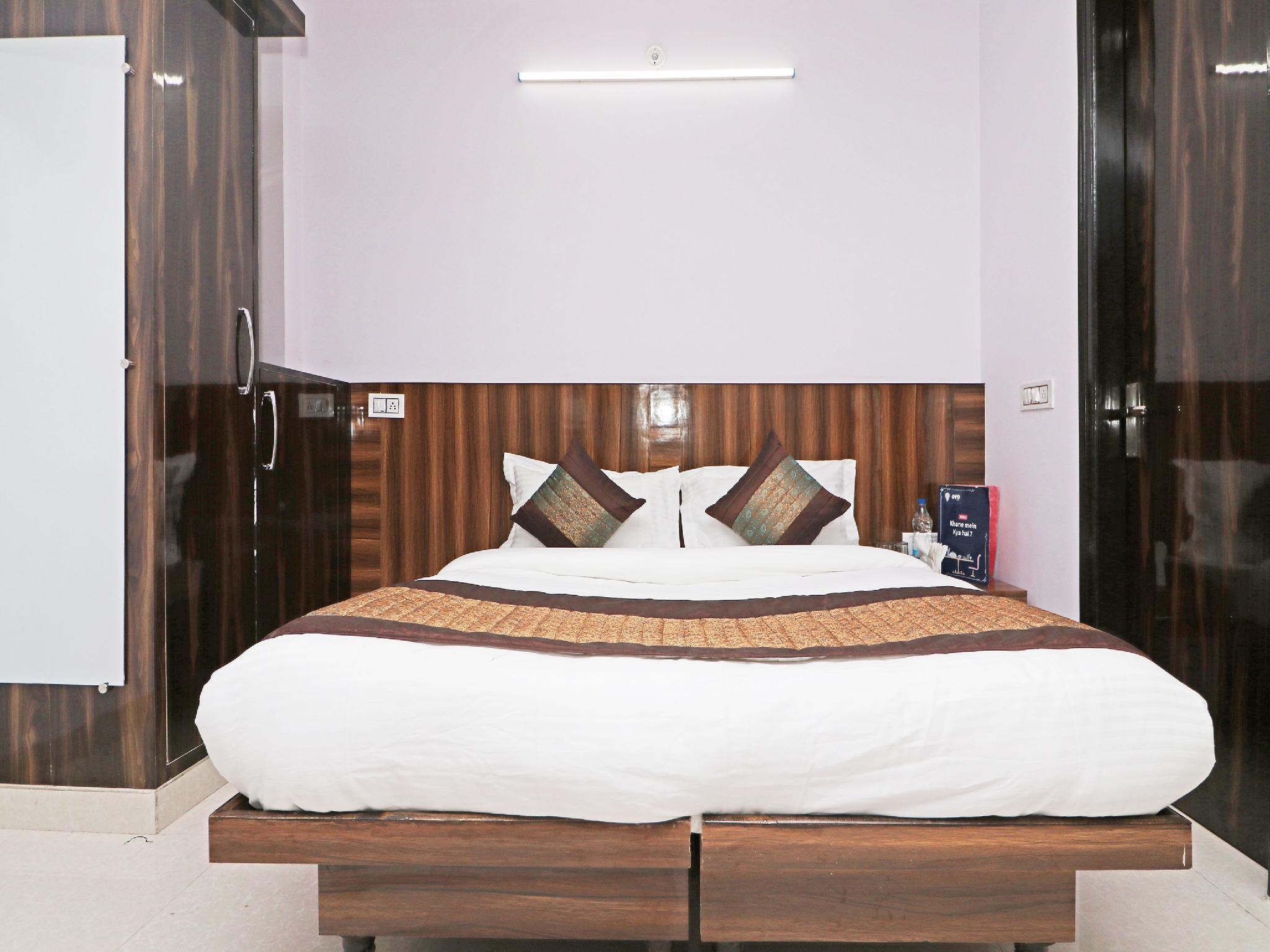 OYO 12348 Hotel Aerosky Residency