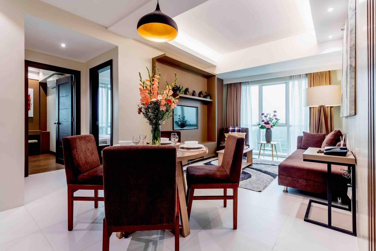 LUXURY UNIT In CENTRAL CEBU w/ CITY VIEW FOR 8 pax