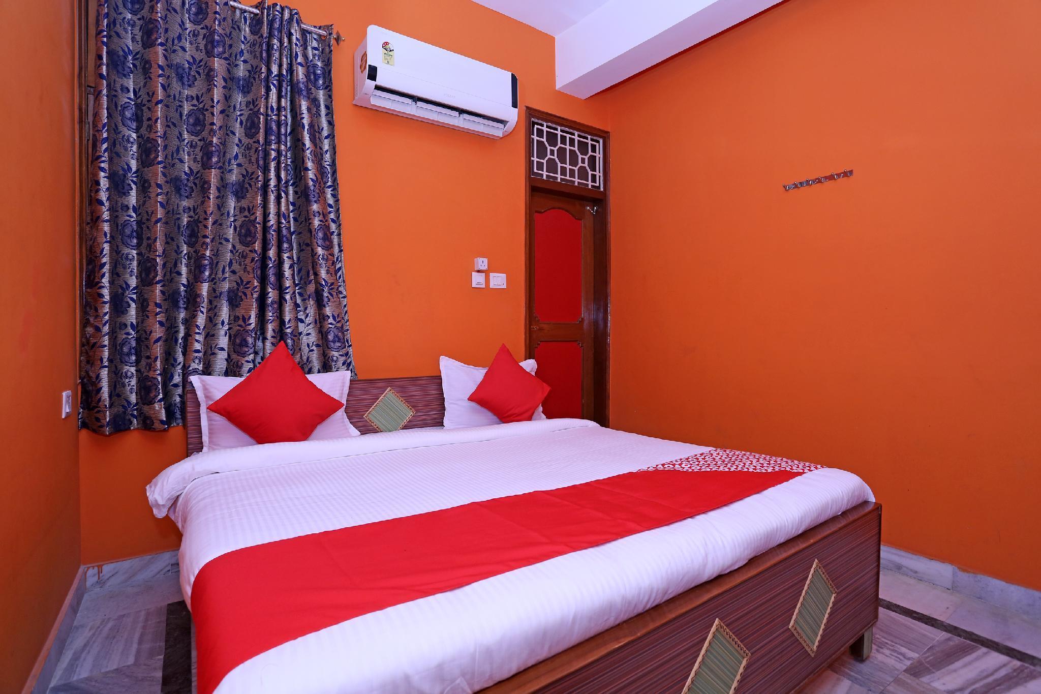 OYO 12133 Hotel Shanti