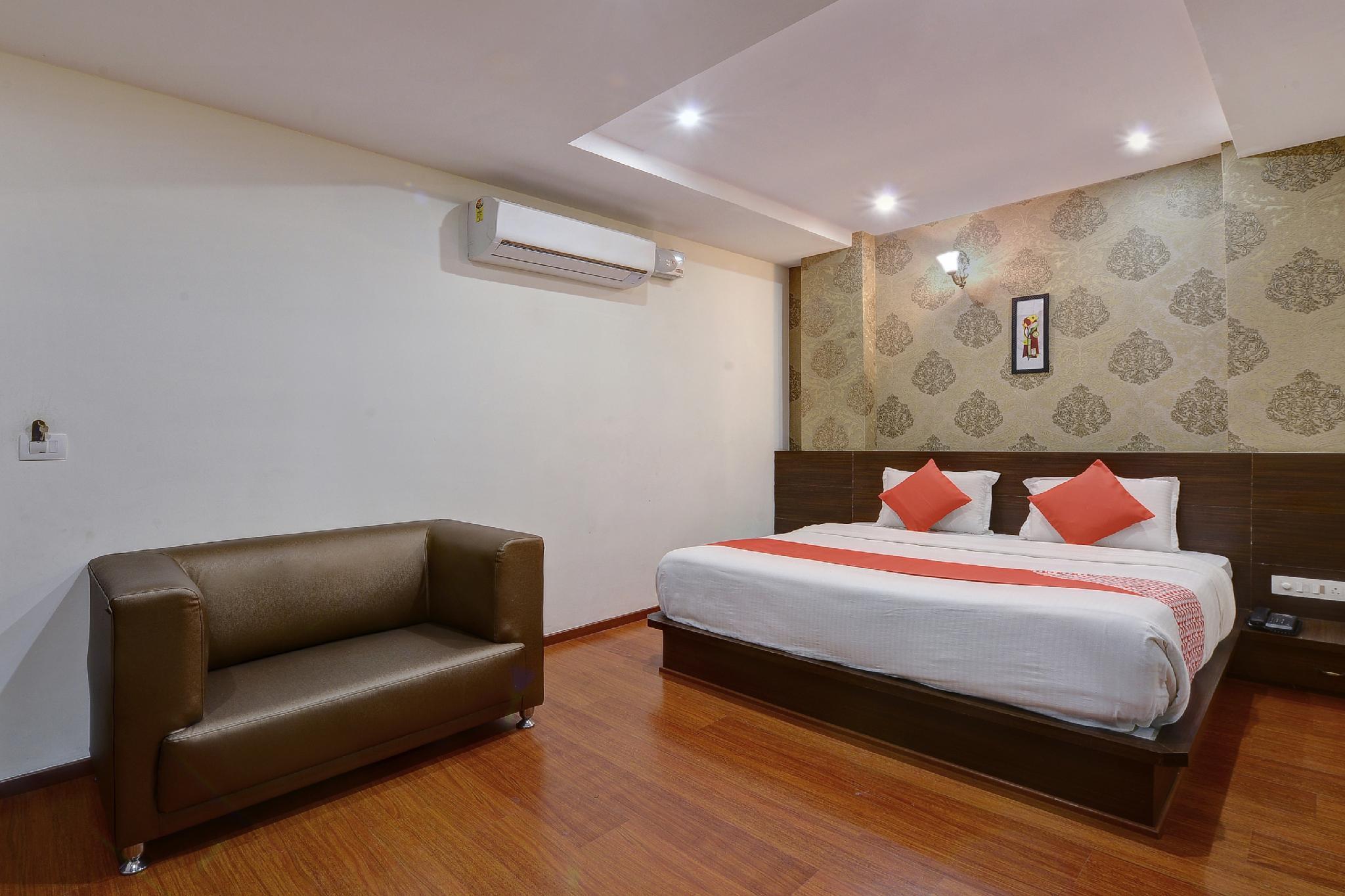 OYO 22861 Hotel Samanvi International