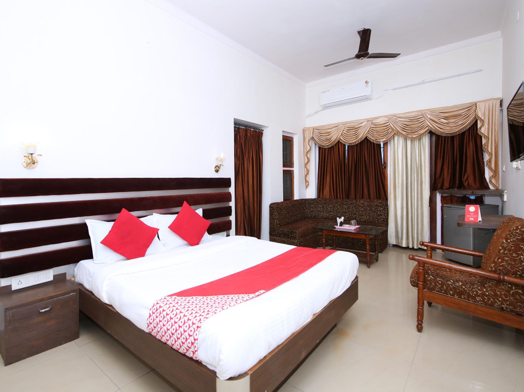 OYO 15887 Hotel Kanak
