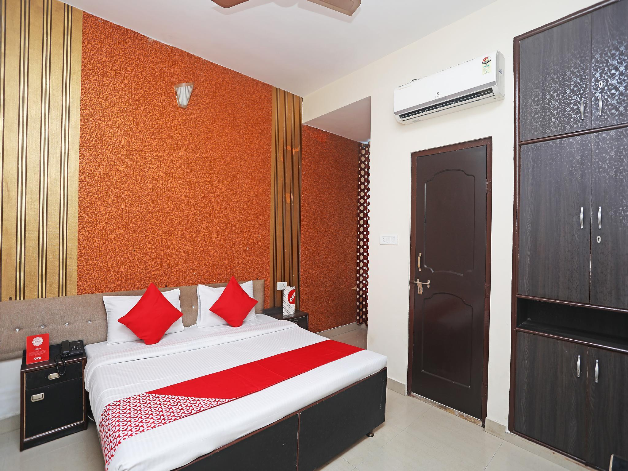 OYO 17357 Hotel Royal Touch
