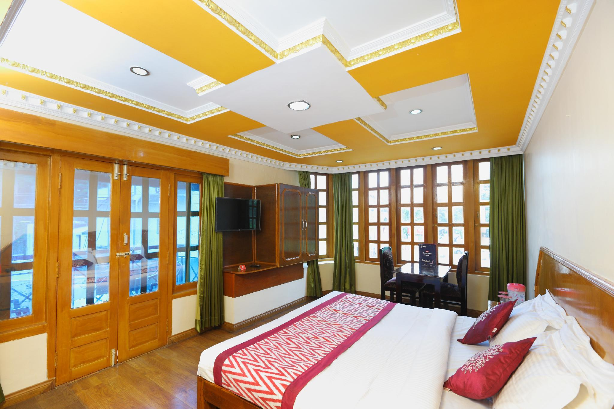 OYO 13807 Hotel Gurupriya