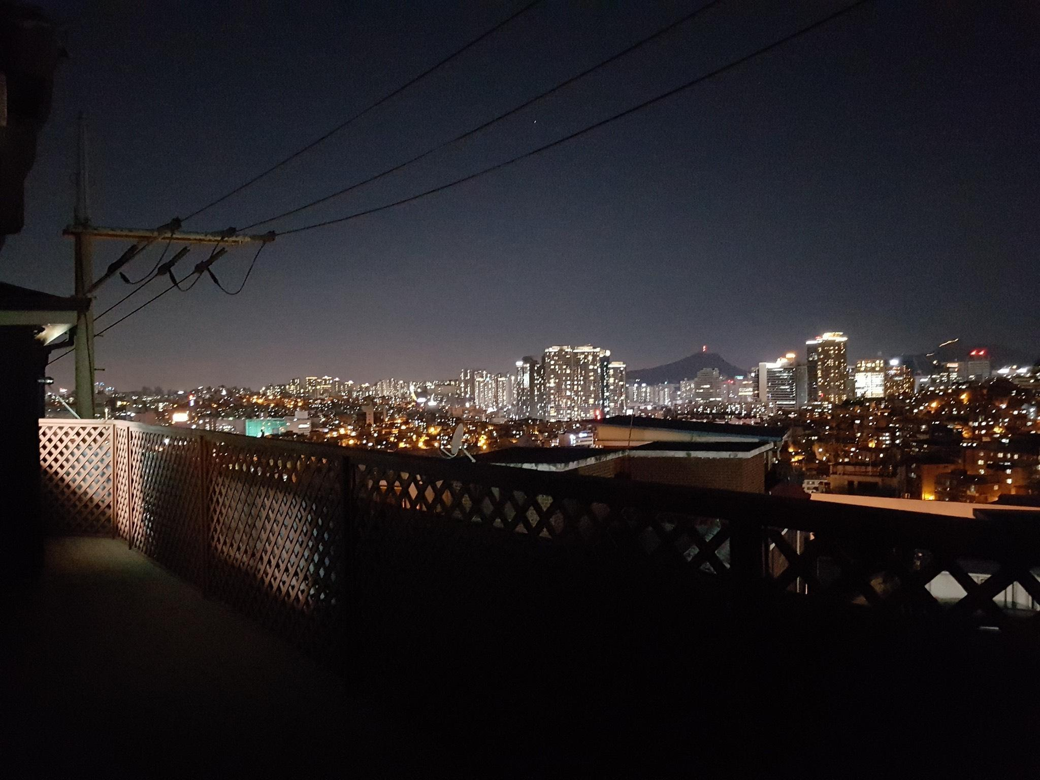 Rooftop House With City View Near Namsan Mountain