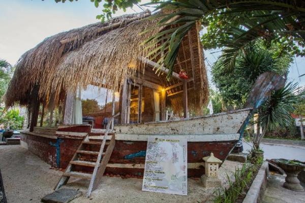 Romantic Hut at near Mushroom Bay Bali