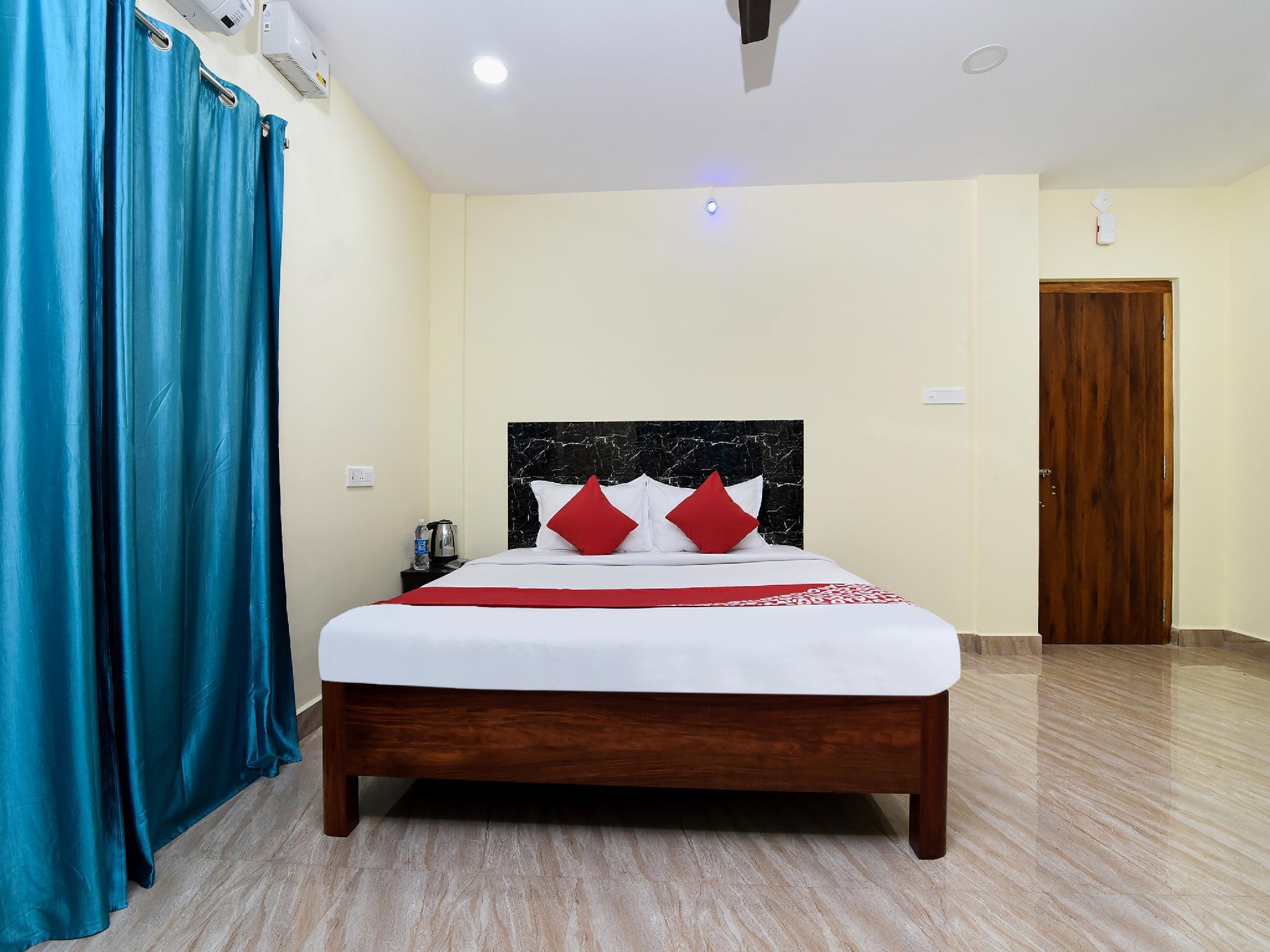 OYO 18885 Sri Residency