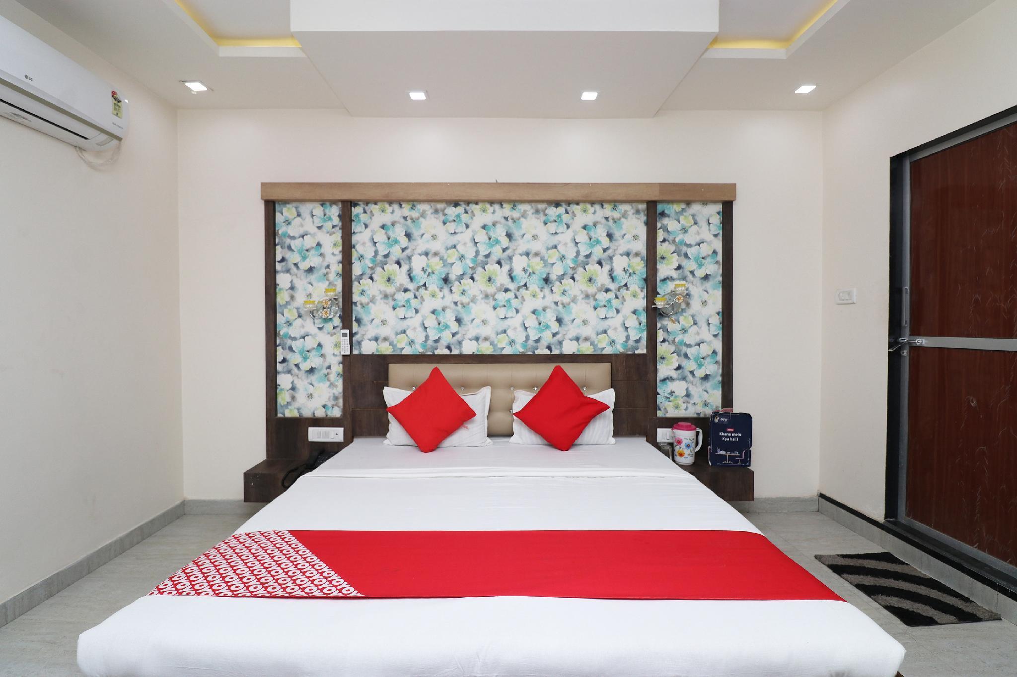 OYO 28182 Hotel Panchatala Palace