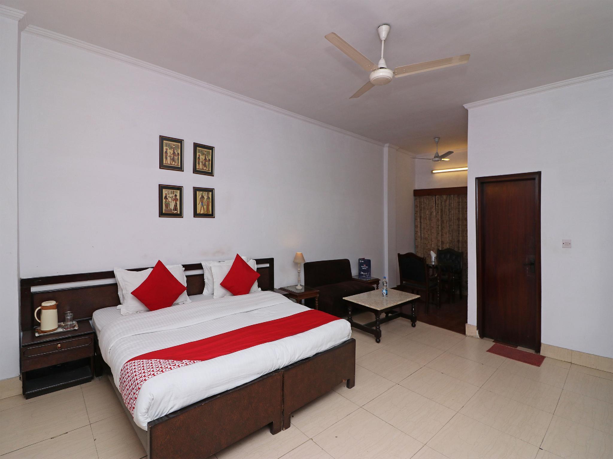 Capital O 14837 Hotel Uberoi Anand