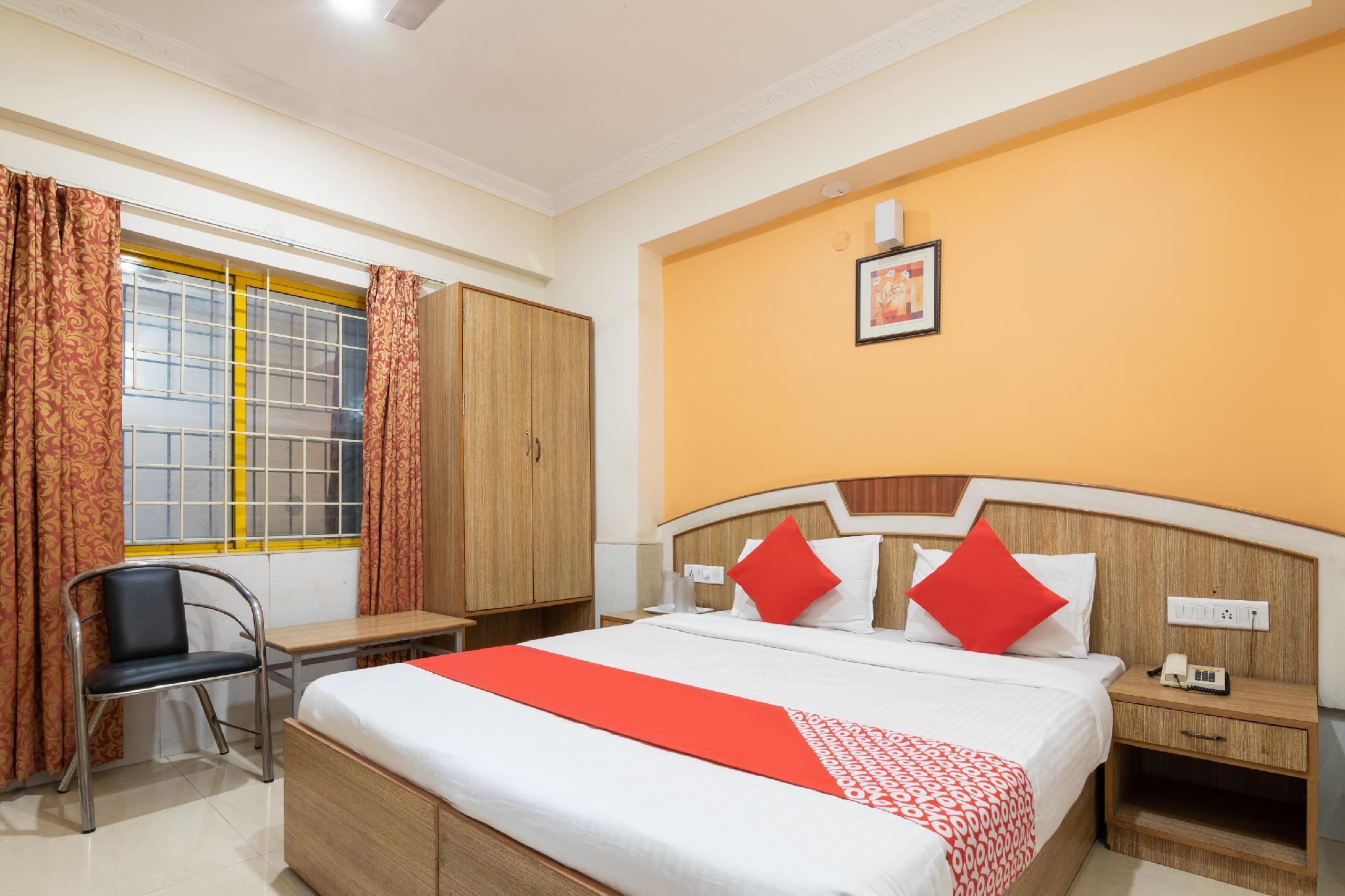 OYO 9633 Hotel Srinidhi Residency