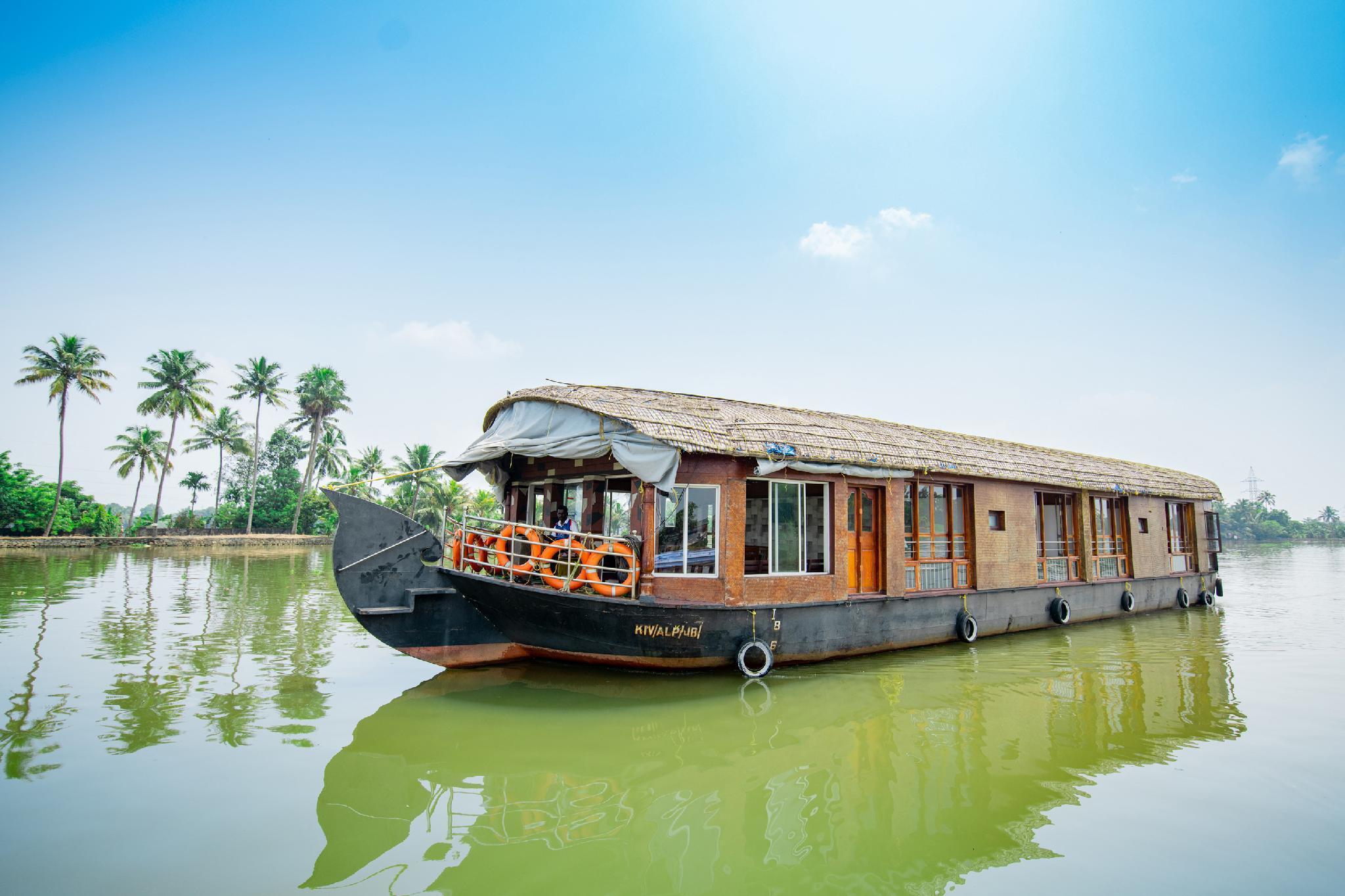 OYO 23210 KHBO Diamond Sharing Houseboat