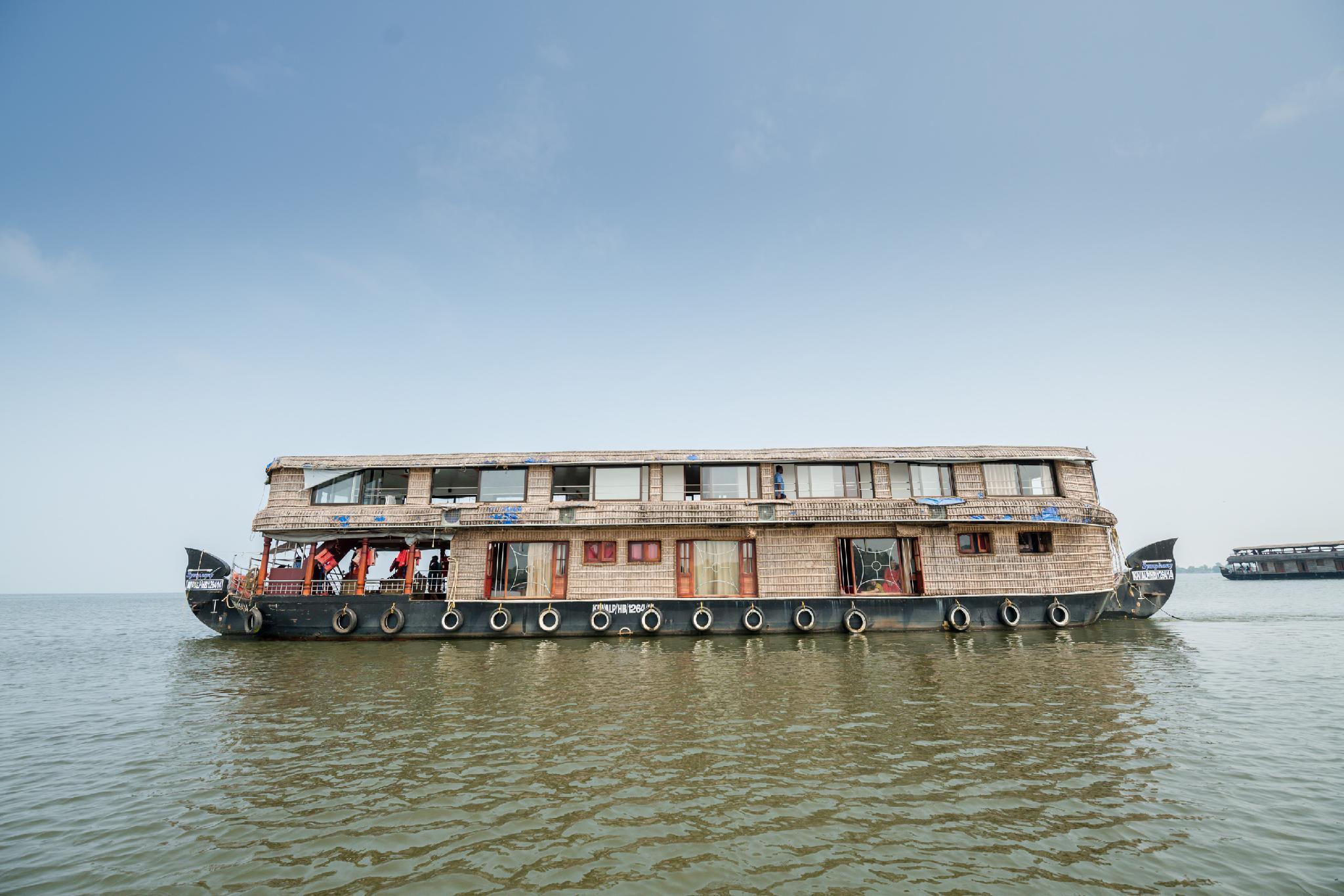 OYO 23482 Sht Symphony Premium Sharing Houseboat