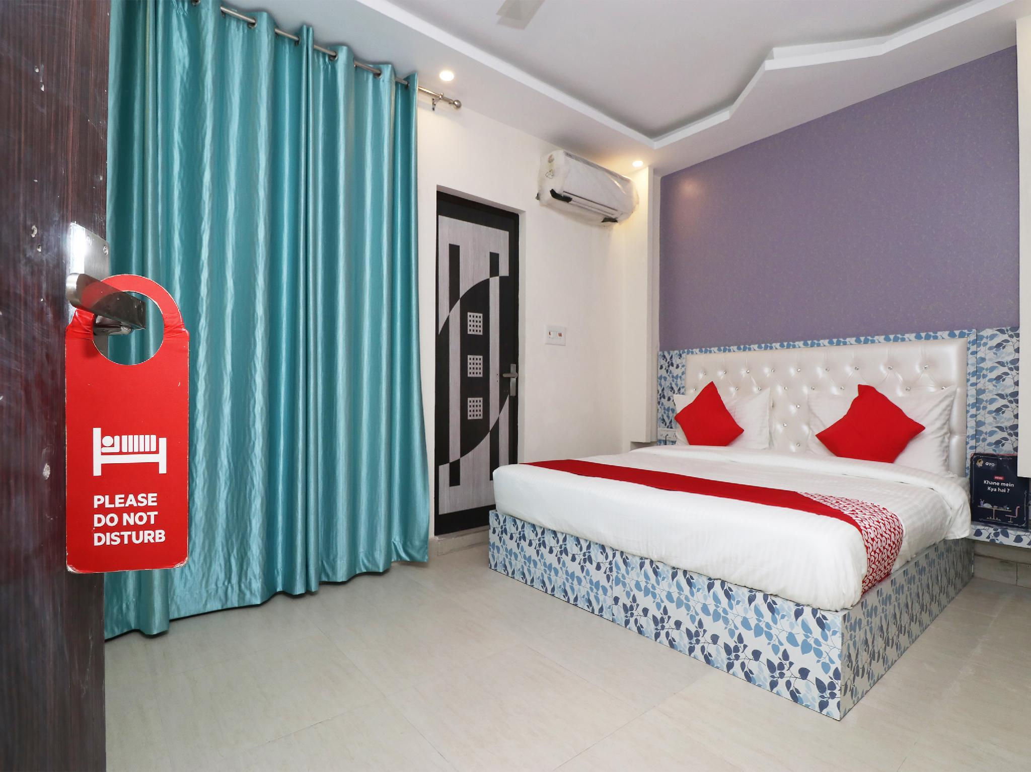 OYO 25130 Hotel Royal Inn