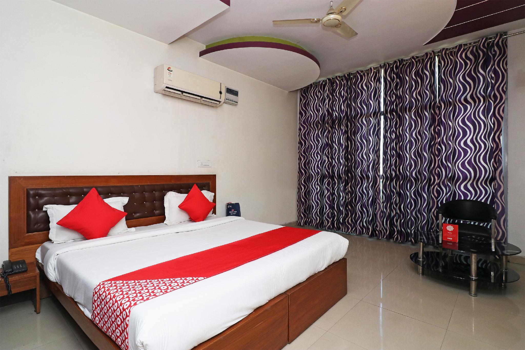 OYO 28098 Hotel Dhingra Palace