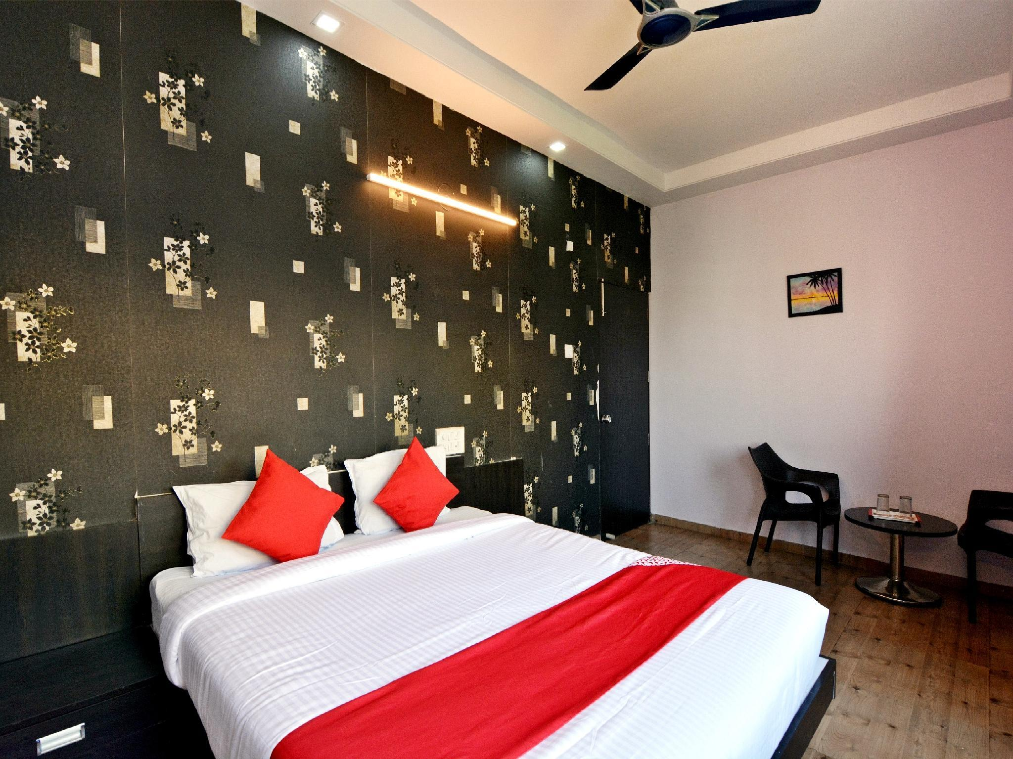 OYO 22643 Hotel Majestic Deluxe Lodging