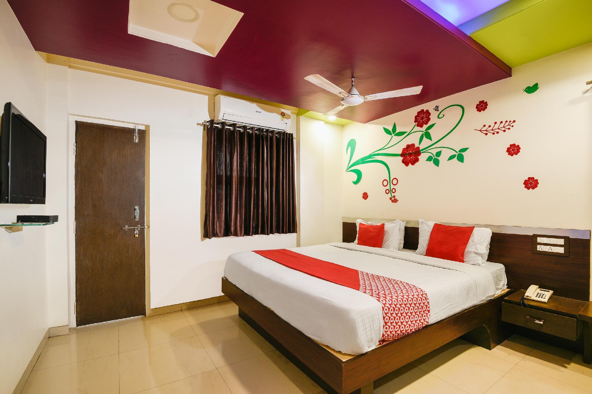 OYO 11548 Hotel Mrunal Palace