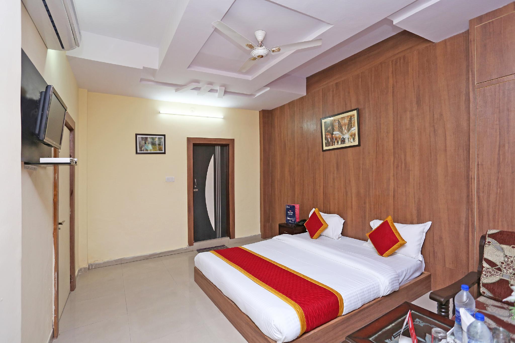 OYO 9558 Hotel Chhavi Holidays