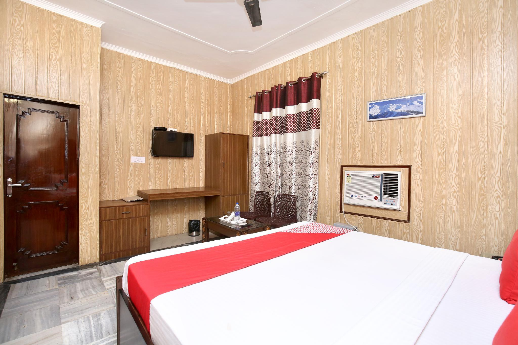 OYO 14030 Cheema Holiday Homes
