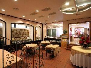 ダイナスティー ホテル (Dynasty Hotel)