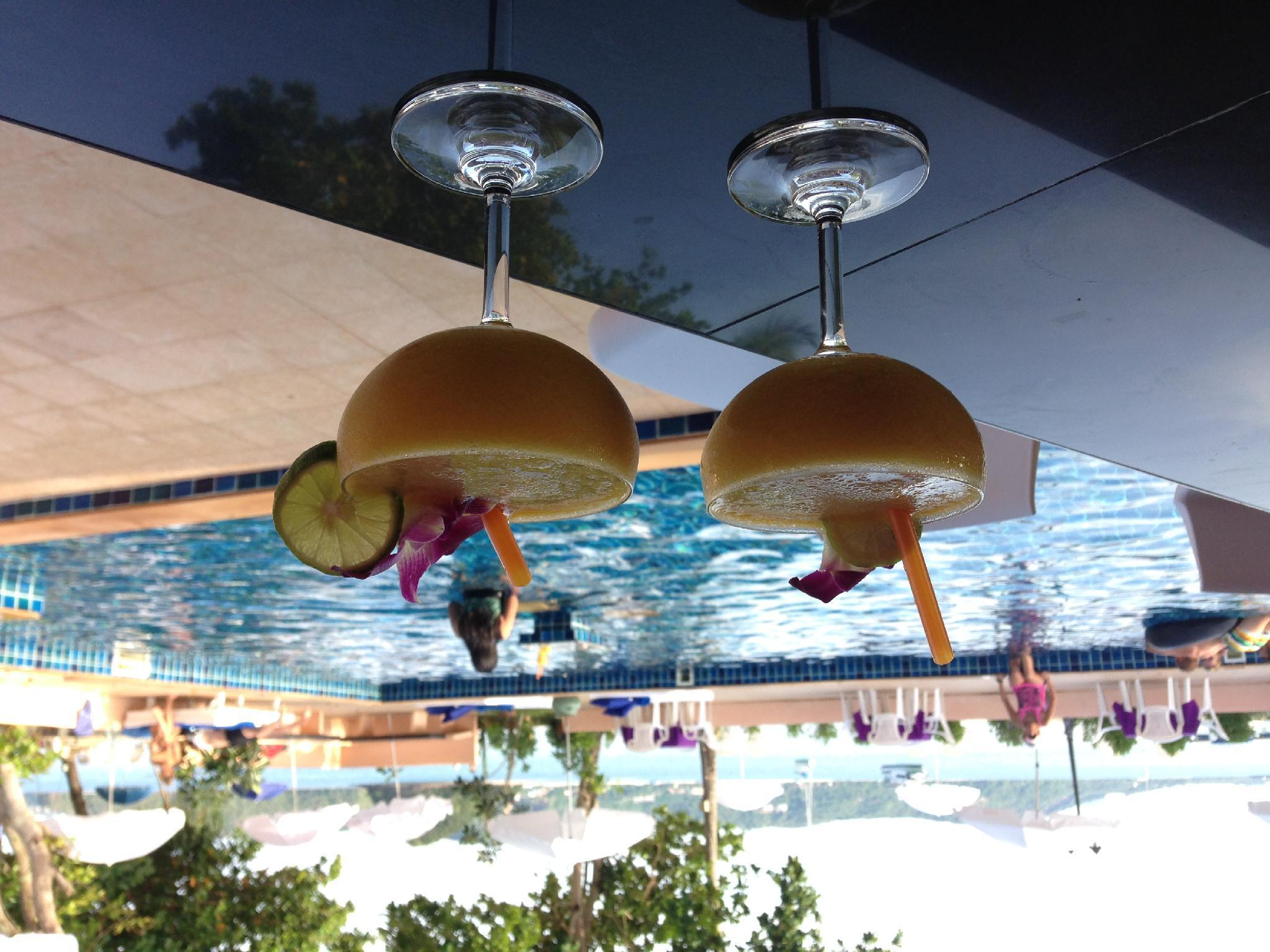 Cruiser Island Resort ครูเชอร์ ไอส์แลนด์ รีสอร์ต