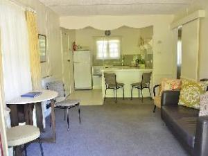 Chestnut Tree Holiday Units Apartments