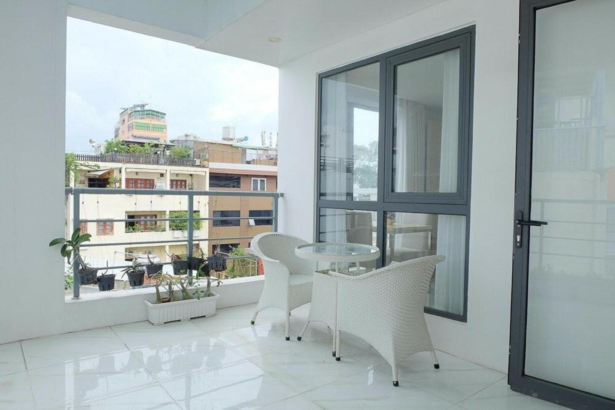 Anna House 2   Balcony Serviced Apartment