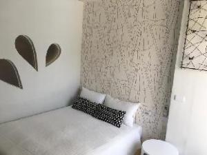 Mini Summer Hostel