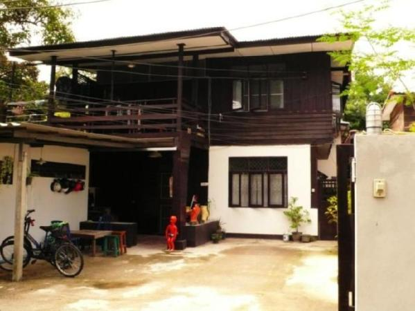 Wood N Nail Homestay Chiang Mai