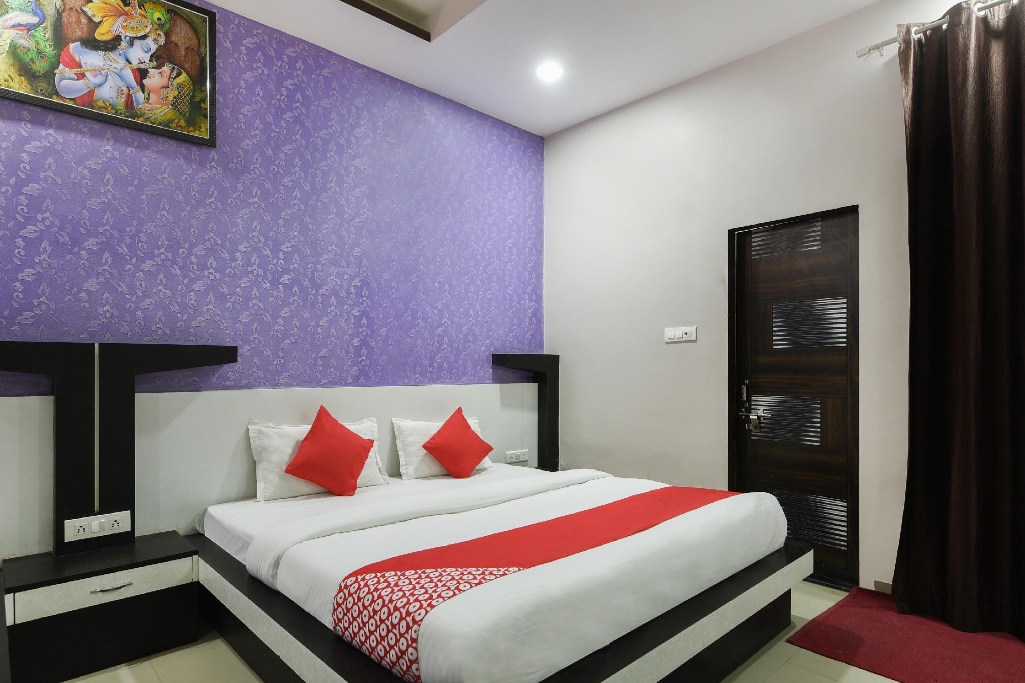 OYO 29856 Hotel Om Palace