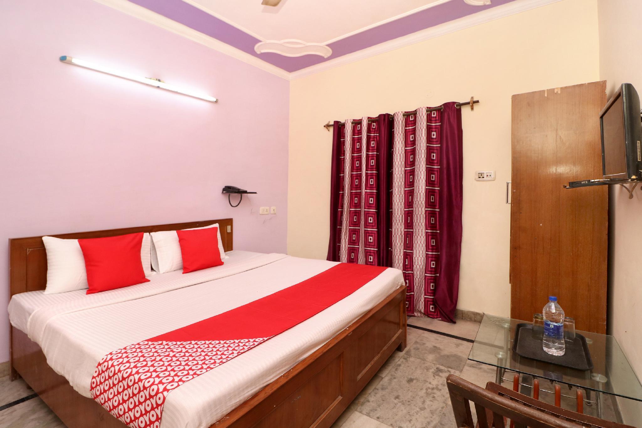 OYO 28168 Hotel Regal 2