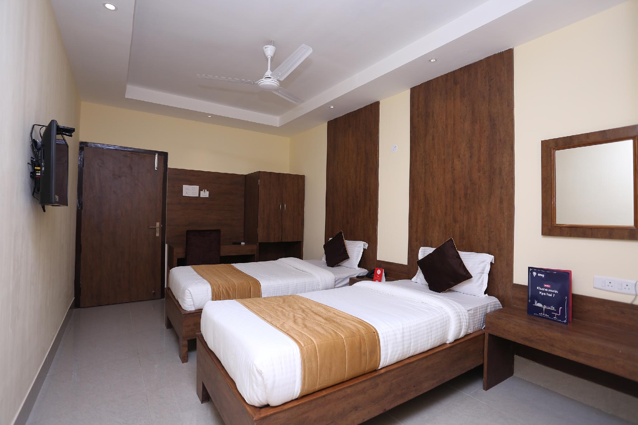 OYO 9814 Hotel Parnil Palace 2