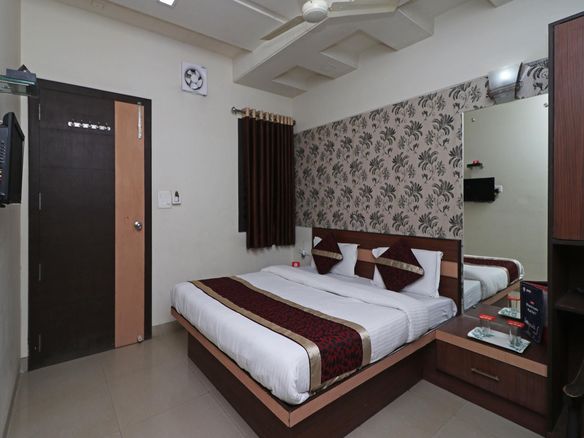 OYO 10414 Hotel Tushar Residency