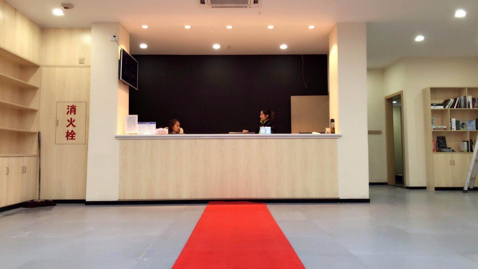 7 Days PremiumYichang CBD Business Center